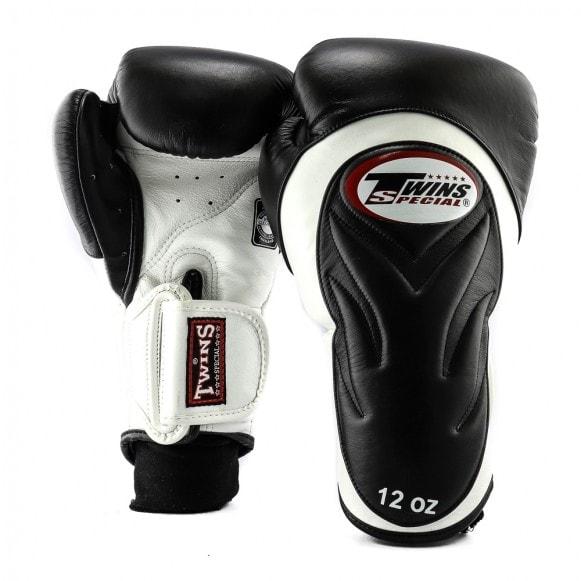 Zwart witte kickbokshandschoenen van Twins, de BGVL 6.