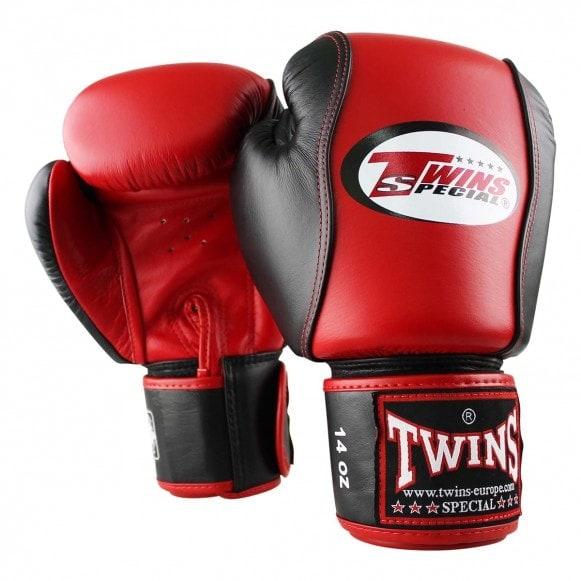 Rood zwarte kickbokshandschoenen van Twins, de BGVL 7.