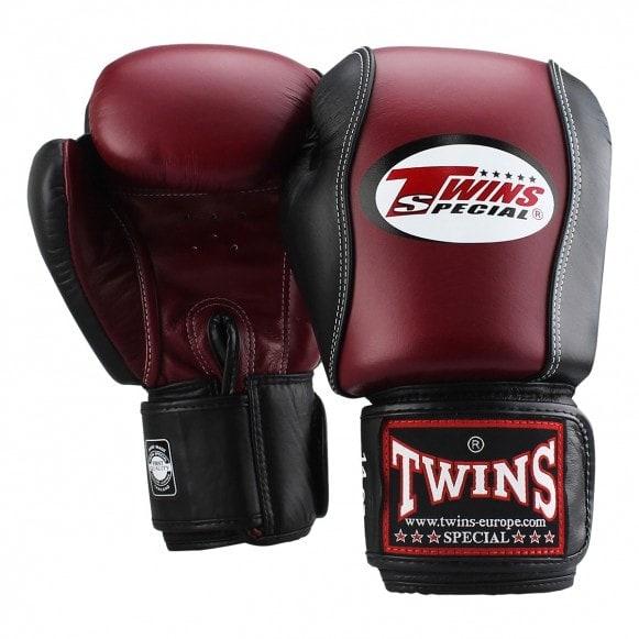 Twins kickbokshandschoenen, de BGVL 7 in de kleuren wijnrood met zwart.